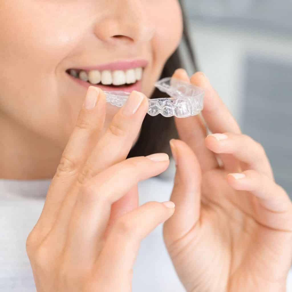 ¿Cómo funciona Invisalign?. Tratamientos de Ortodoncia Invisible. CEM Valderas Clinica Dental en Alcorcón