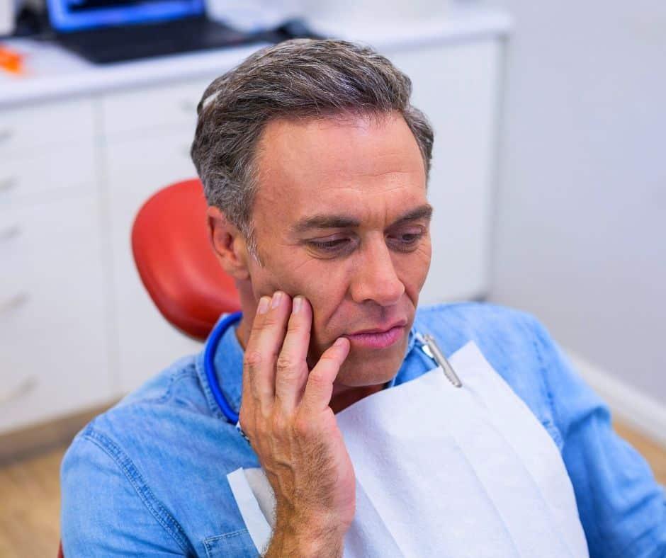 Razones por duelen as muelas. ¿Por que se produce el dolor dental?. CEM Valderas Clínica Dental en Alcorcón