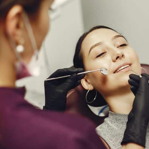 tratamiento de la enfermedad de las encías en el dentista