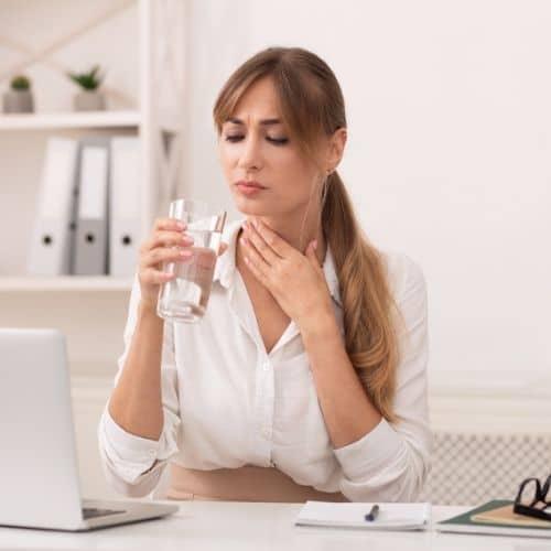 dolor de garganta y boca seca