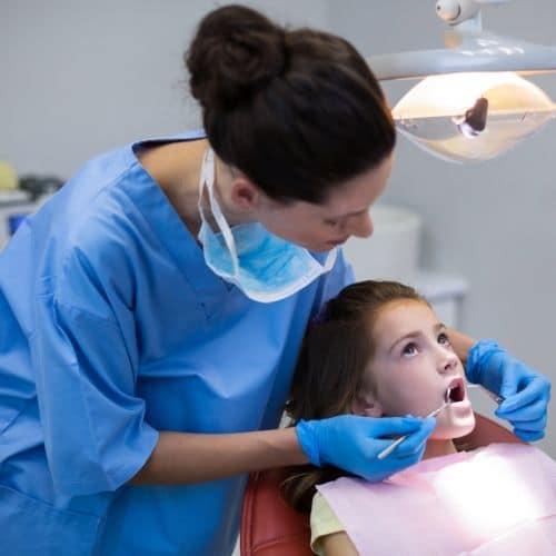 caries dentales tratamiento en la clínica
