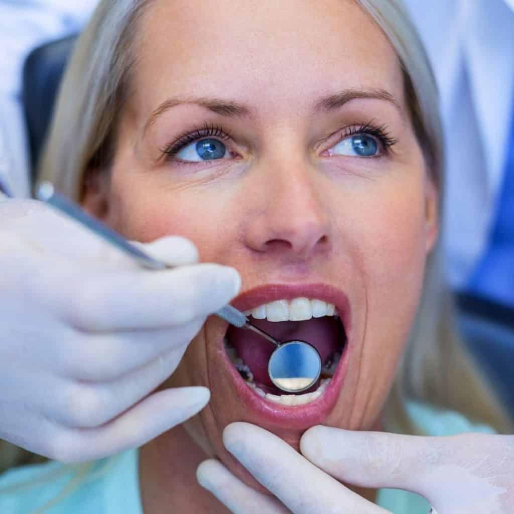 ¿Qué puede detectar un dentista durante una revisión dental?. Clínica Dental Alcorcón CEM Valderas