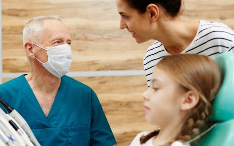 ¿Con qué frecuencia debes ir al dentista para una revisión?